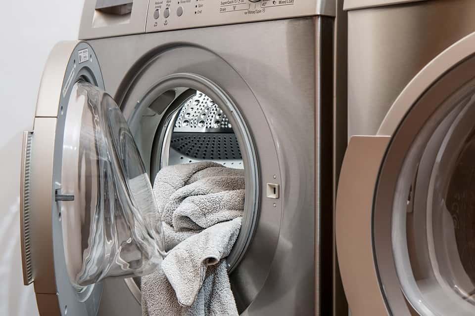 Dlaczego pralka buczy?